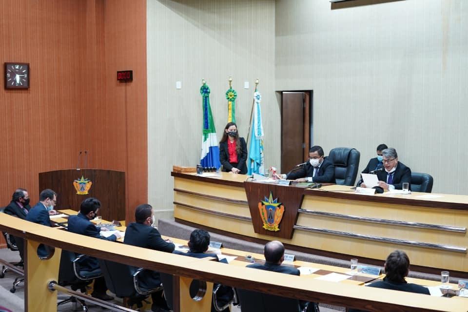 Vereadores aprovam um projeto de lei, indicações e moção durante sessão plenária